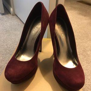 Bakers burgundy closed toe heel, 6
